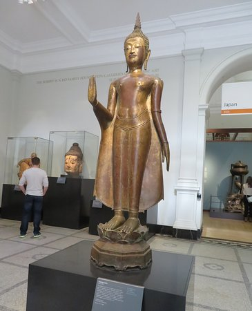 V&A  - Victoria and Albert Museum: Standing Buddha