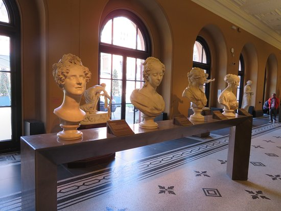 V&A  - Victoria and Albert Museum: Busts