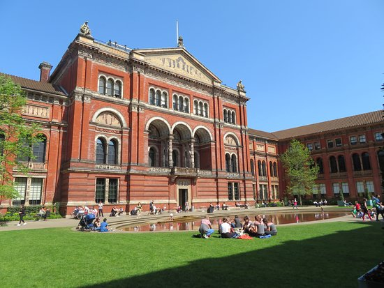 V&A  - Victoria and Albert Museum: Courtyard
