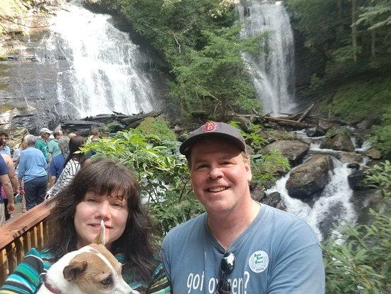Anna Ruby Falls: Sushi-Dog enjoyed the hike!!