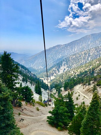 Mount Baldy, Kalifornia: Heading down the ski lift