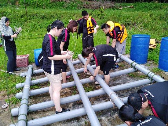 Kulim Eco-TRAIL Retreat: Raft Building.