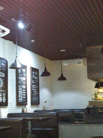 Al Fresco 's - Da Nang: 店内