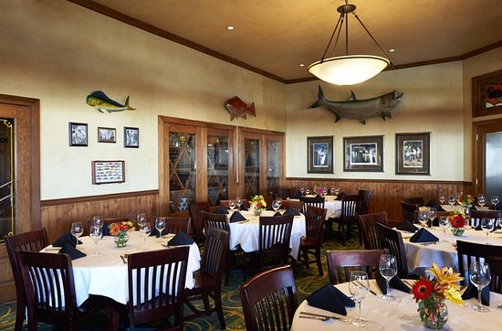 Landry's Seafood House: Inside Seating Area