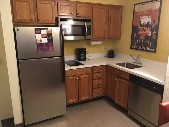 Residence Inn Houston Downtown/Convention Center: kitchen in this 1bedroom suite seems well laid out