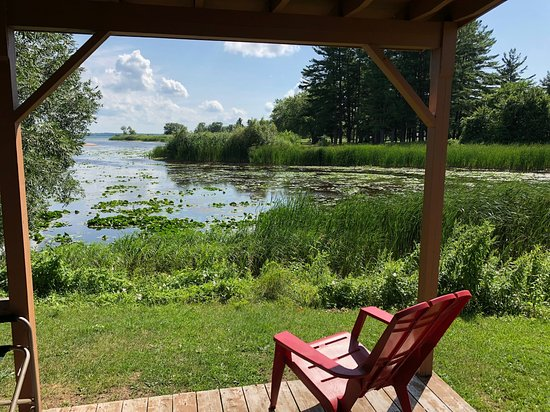 Morrisburg, Canada: Take in the view from the porch of the Mallard cabin.