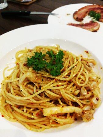 Spaghetti Aglio Olio With Mushroom Spicy Picture Of The Butcher S Table Petaling Jaya Tripadvisor