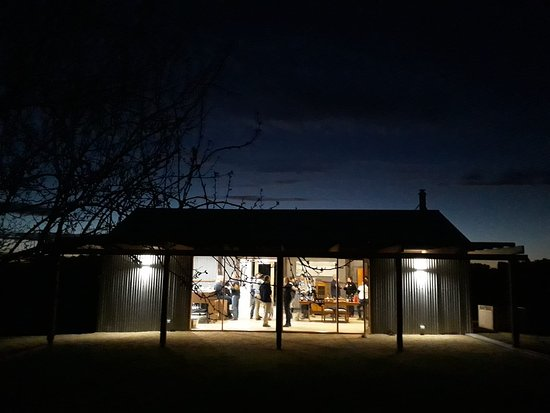 Tanunda, Australia: Tasting Room by night