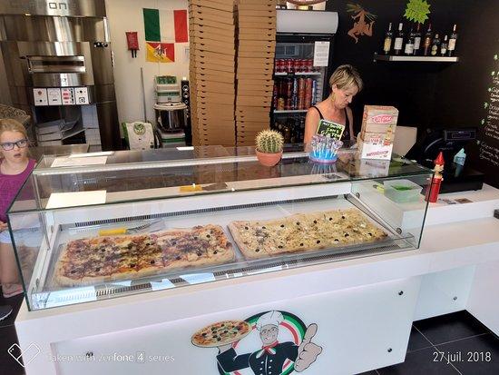 Neuville-en-Ferrain, Francia: Biola pizza