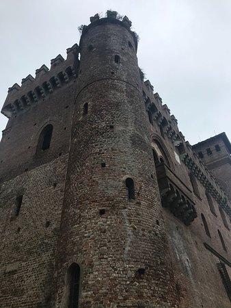 Una torre del Castello di Gabiano (la torre è originale, risale al 1200)
