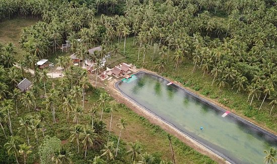 General Luna, Philippinen: Drone view of the wakepark set up