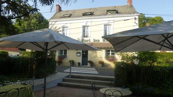 Luche-Pringe, Frankrijk: Entre l'Auberge et la terrasse, la route