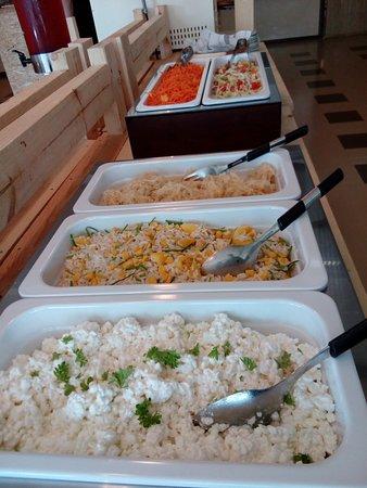 Taivalkoski, Finlandia: Salaattipöytä