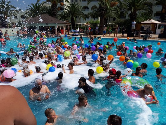 Hotel Manar: Foam party dans la piscine