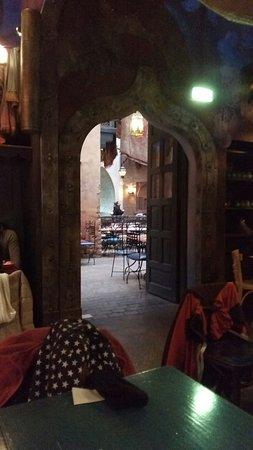 Buen restaurante estilo marroquí