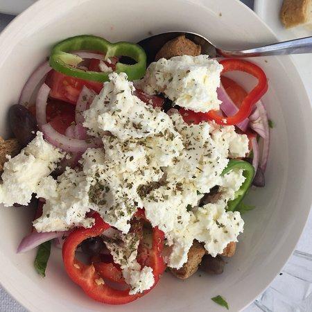 Caravella Restaurant: Cretan salade