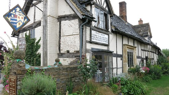 Bretforton, UK: The Fleece Inn.