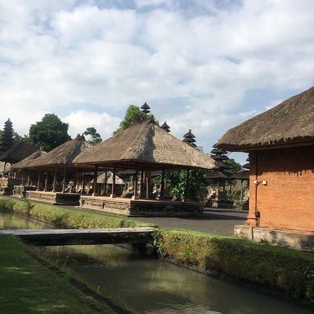 Puri Saren Palace: Храм находится на Севере острова, билеты на троих приблизительно 300 рублей