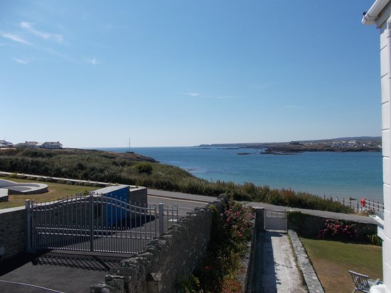 Trearddur Bay, UK: View from balcony.