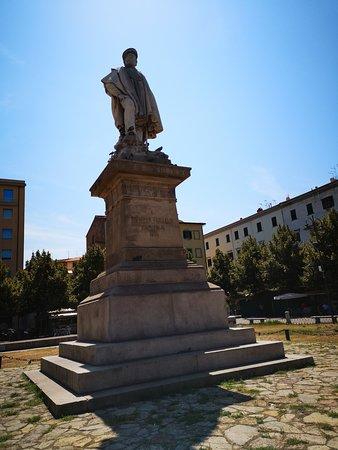 Monumento a Giuseppe Garibaldi: Giuseppe Garibaldi
