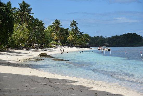 Satuiatua Beach Resort: Stunning beach, enjoyed by locals too!