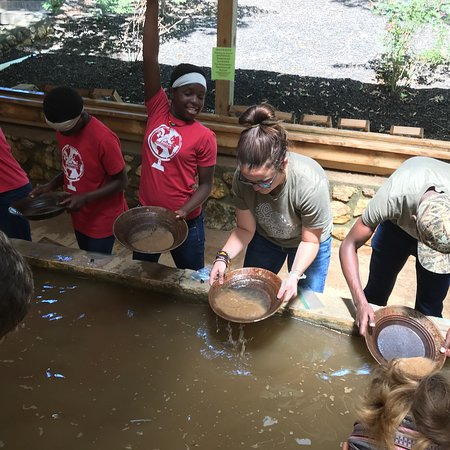 Crisson Gold Mine: We had a group of kids from Uganda visit and they loved the Goldmine! The staff is very helpful