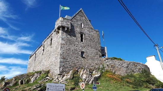 Dun na sead castle / Baltimore Castle
