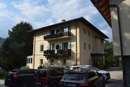 Annenheim, Österreich: Achterzijde hotel