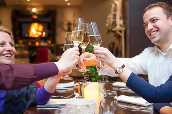 Cinnamon Restaurant and Bar: Join us for pre-dinner drinks and celebrations.