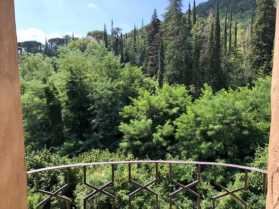 Torri, Italie : Vista sulle colline da chiostro