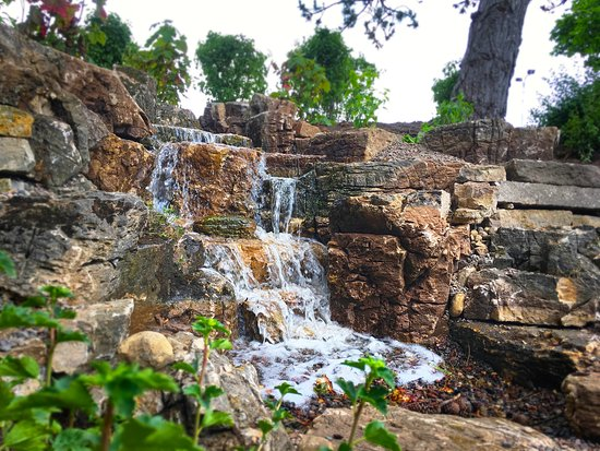 The Waterfront at The Abbey Resort: grotto fountain