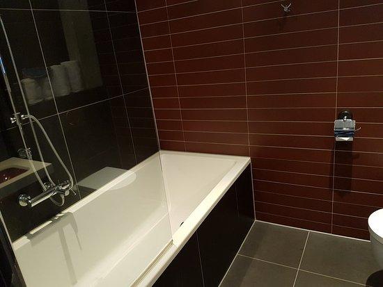 Budget Badkamer Eindhoven : Loft junior suite bild von inntel hotels art eindhoven