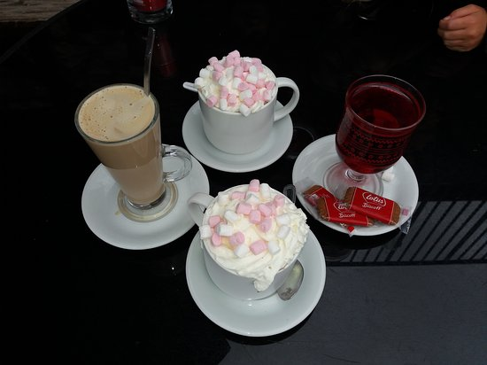 Austwick, UK: hot chocolate, latte and hot Ribena (for lactose-intolerant child)