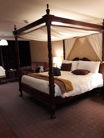 The Castlecourt Hotel: Complimentary stay over for wedding menu food tasting.