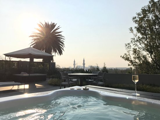 The Residence Boutique Hotel: Enjoying champagne in the hot tub with the city view