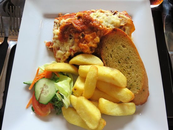 Fiskerton, UK: Carpenters Arms - lasagne