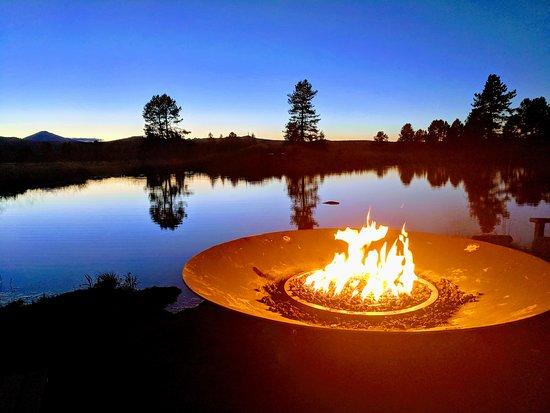 Sunriver Resort: Fire pit near the Lodge Village