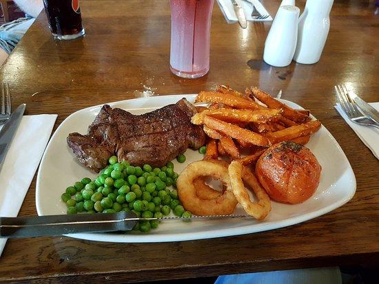 The Britannia Inn & Waves Restaurant: 20180813_174355_large.jpg