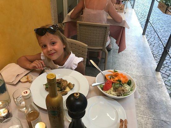 Ristorante LaStresa: просто ужинает крошка