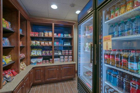 Hampton Inn Elkins: Suite Shop
