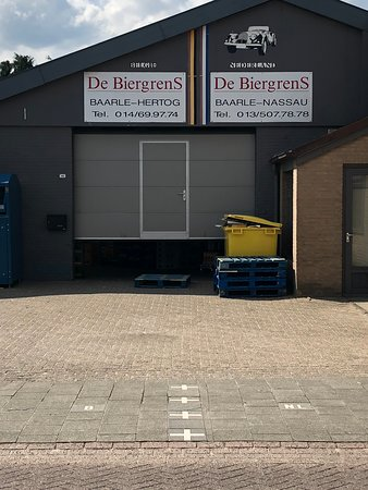 Baarle-Hertog, Belgia: border goes through the building (NOT the actual shop entrance :-) )