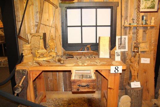 Musee des Anciens Canadiens: Outils à bois.