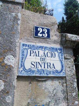 Grupos pequeños a Sintra, Cascais, Cabo da Roca, Bodega Colares y Palacio Pena.: While in Sintra we went for a stroll.