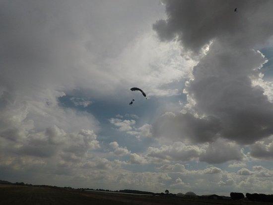 Hibaldstow, UK: Thomas' Skydive 0052_large.jpg