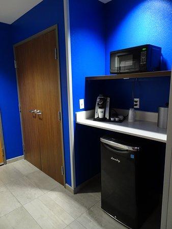 Hastings, NE: micro, frig, closet area