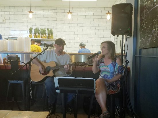 Music duo at D'allesandro's on a Saturday night -- great Janis Joplin and Grace Slick songs