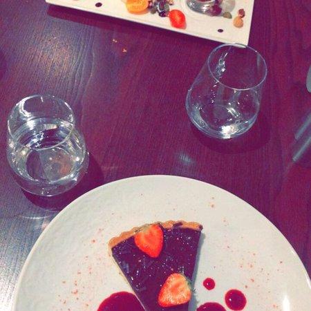 Jouy en Josas, Prancis: Nous sommes passés par groupon  Avons manger au restaurant de l'hôtel  Les plats étaient très bo