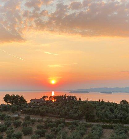 Monte del Lago, Italien: Posizione panoramica del b&b Isole e Tramonti