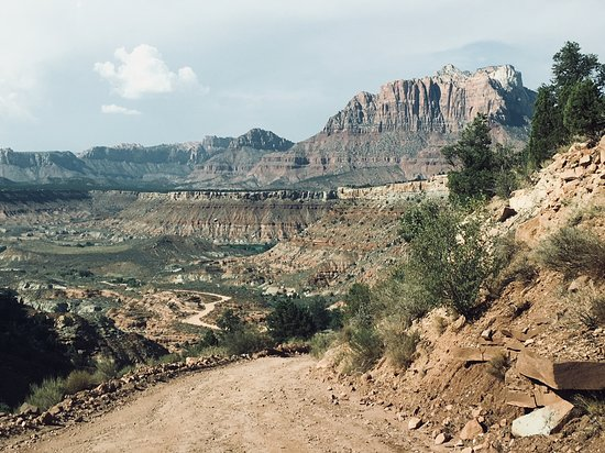 Rockville, UT: Incredible beauty from the top of the rough road down