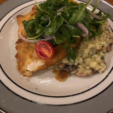 Woonsocket, RI: Savini's Restaurant